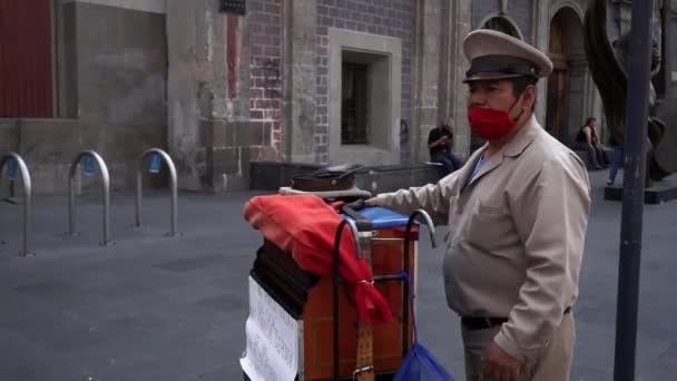 Organ grinder wearing a face mask in Mexico City