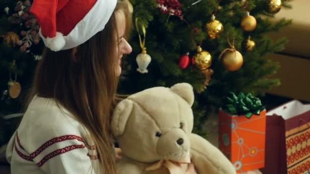 Öröm, a karácsonyi ajándékokat kapott