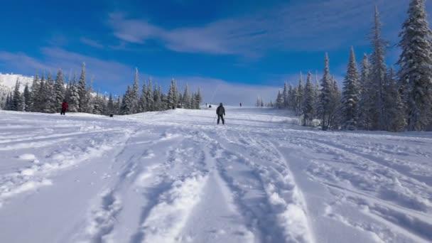 Lyžaři a snowboardisté se sází na sjezdové lyžování