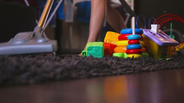 Zimmer mit einem Staubsauger reinigen
