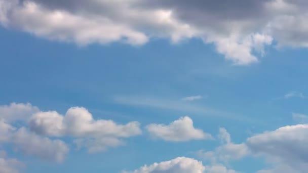 Přes den mraky na obloze. Časová období.