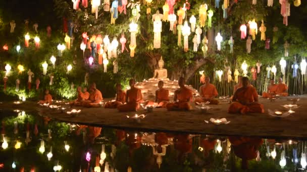 Mniši meditovat