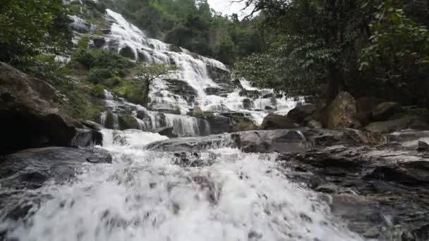 Mae ya Wasserfall.