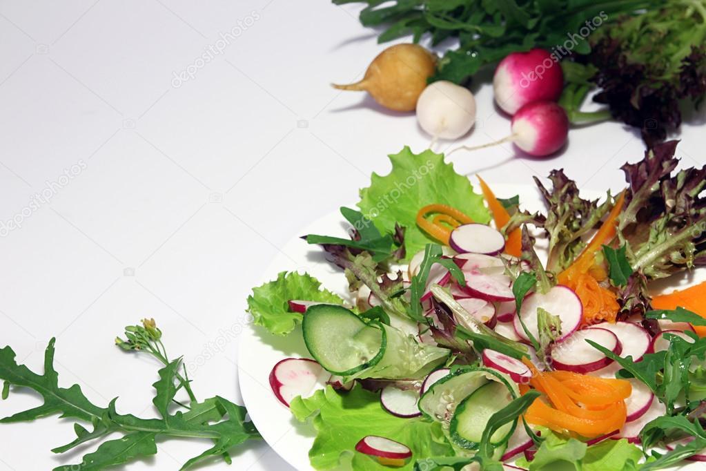 Салат руккола редиска огурец