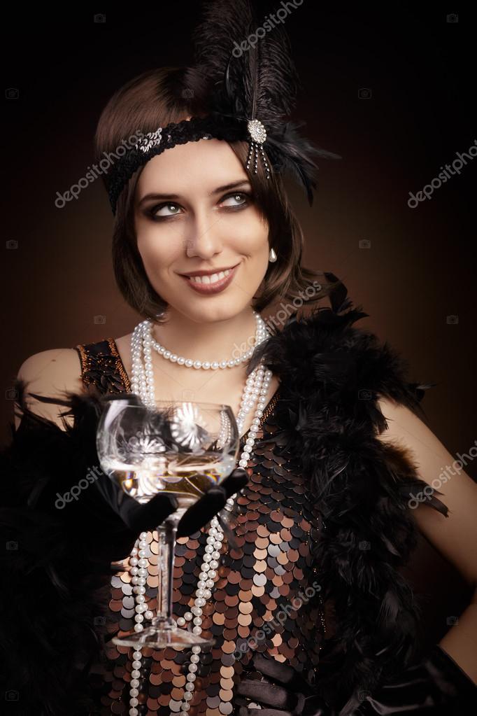 Retro 20er Jahre Stil Frau hält Sektglas — Stockfoto ...