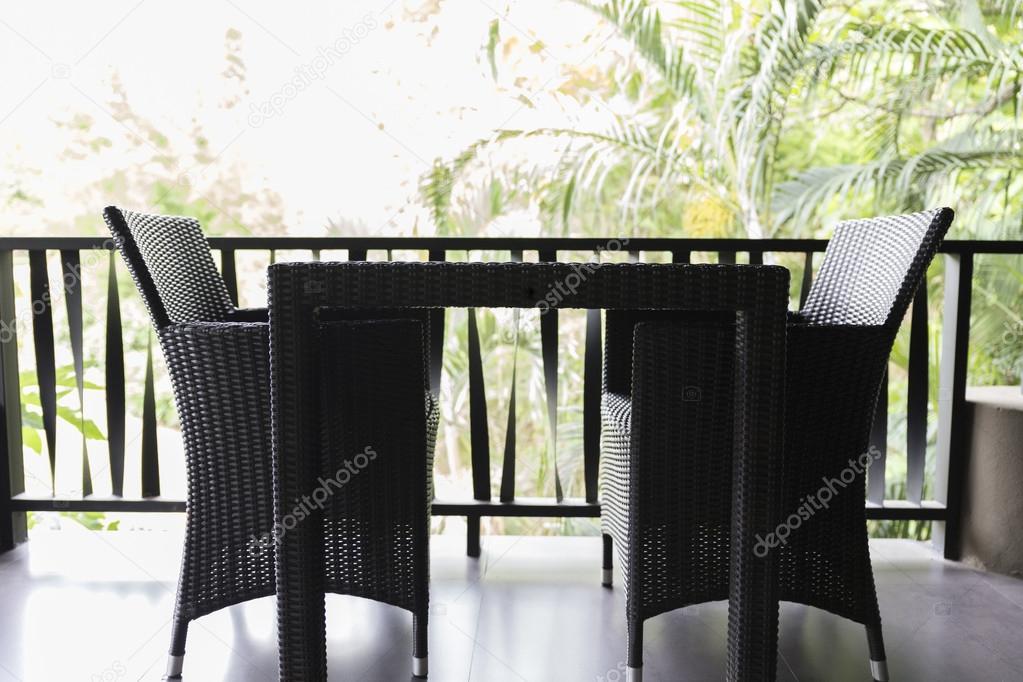 Chaise En Osier Psisaa Photographie Table — Et Balcon Noir Sur Nwn8Pm0yvO