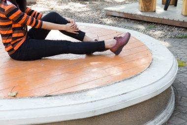 """Картина, постер, плакат, фотообои """"девушка в черных брюках и коричневых кожаных туфлях сидит города санкт-петербург художник"""", артикул 97802928"""