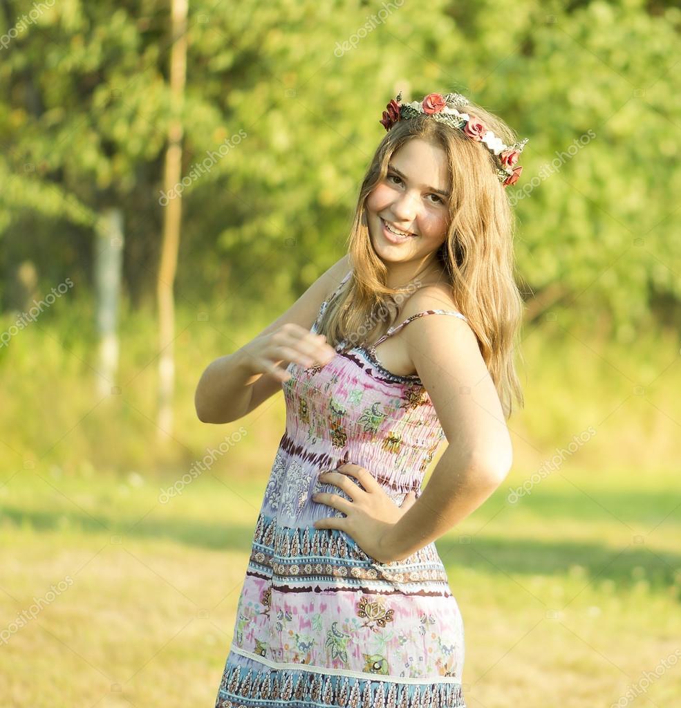 Outdoor Portrait Von Das Mädchen 14 Jahre Alt Stockfoto
