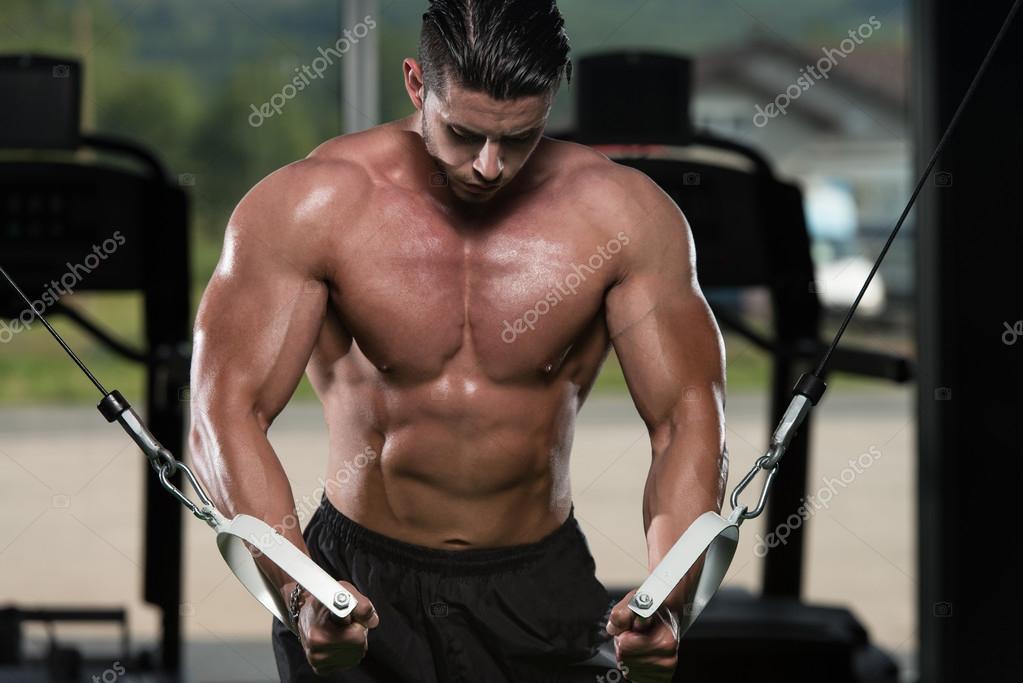 Brust-Workout-Kabelübergang — Stockfoto © ibrak #53631983
