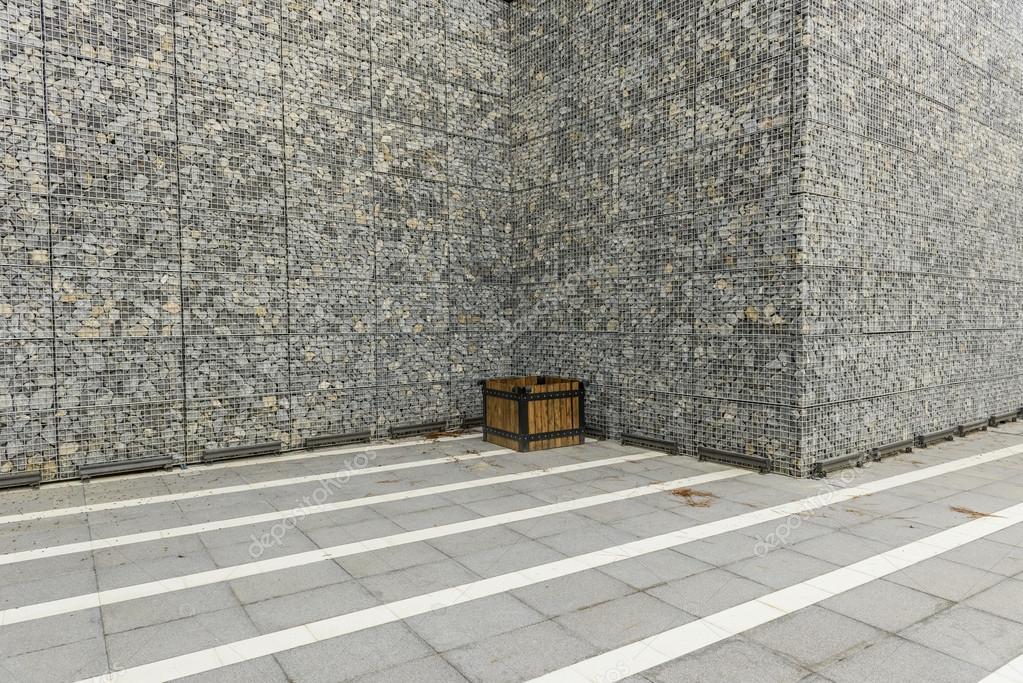 Muro de gaviones de gran Fotos de Stock kokal 74329787
