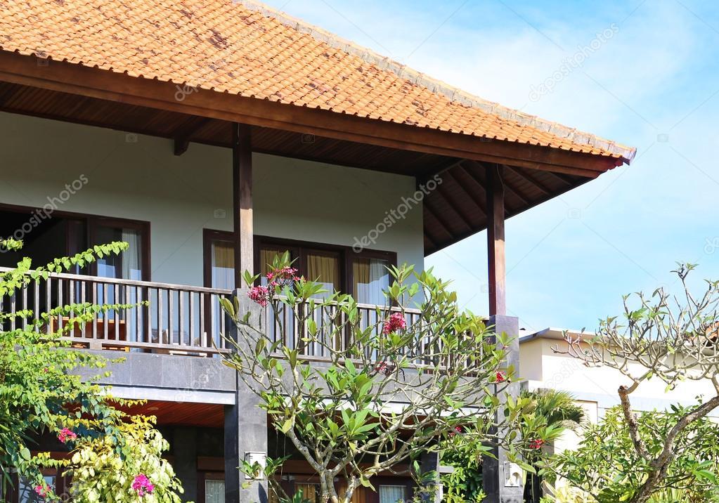 belle maison avec balcon photographie apolobay 107201426. Black Bedroom Furniture Sets. Home Design Ideas