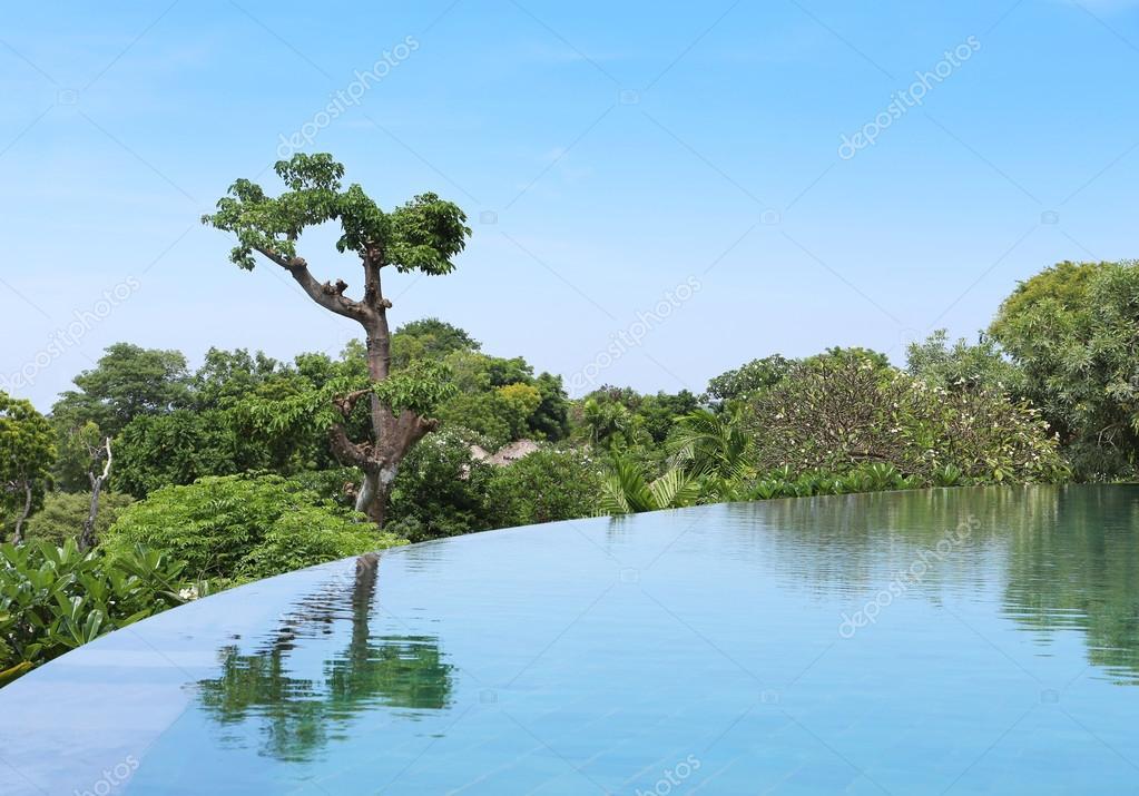 infiniti swimming pool