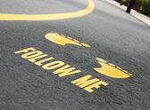 Fotografie folgen Sie mir auf der Straße geschrieben
