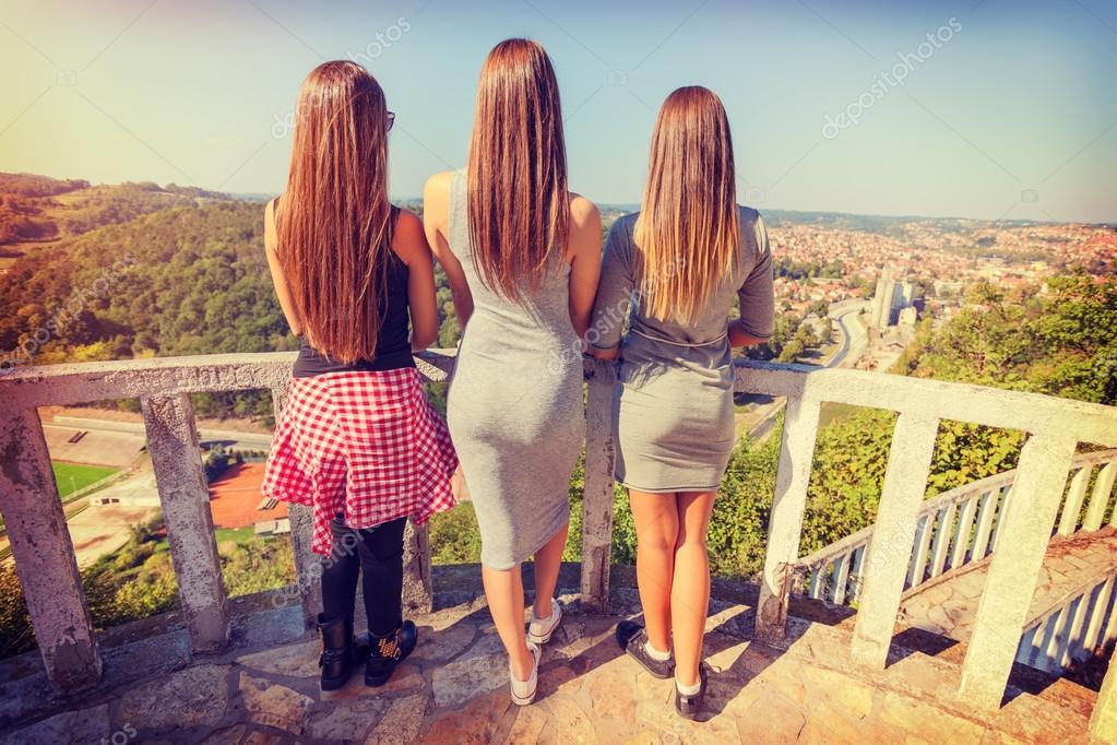 foto-devushek-szadi-kartinki-lyubitelskoe-trio-domashnee