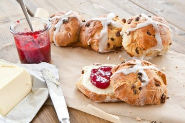 Hot cross buns with butter and jam