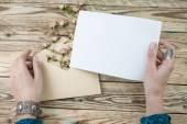 Žena ruce dopis čtení