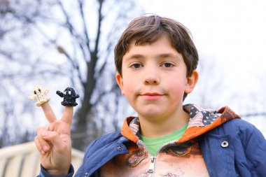 preteen hansome boy show  the result of his rainbow loom hobby g