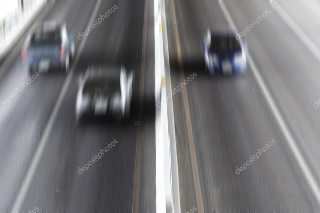 видом как размазать движущиеся автомобили на фотографии этому