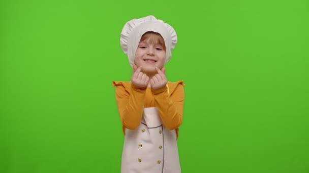 Kindermädchen in Schürze und Hut wie Köchin, die ihr Geld bezahlen will, Konzept des Kochgeschäfts