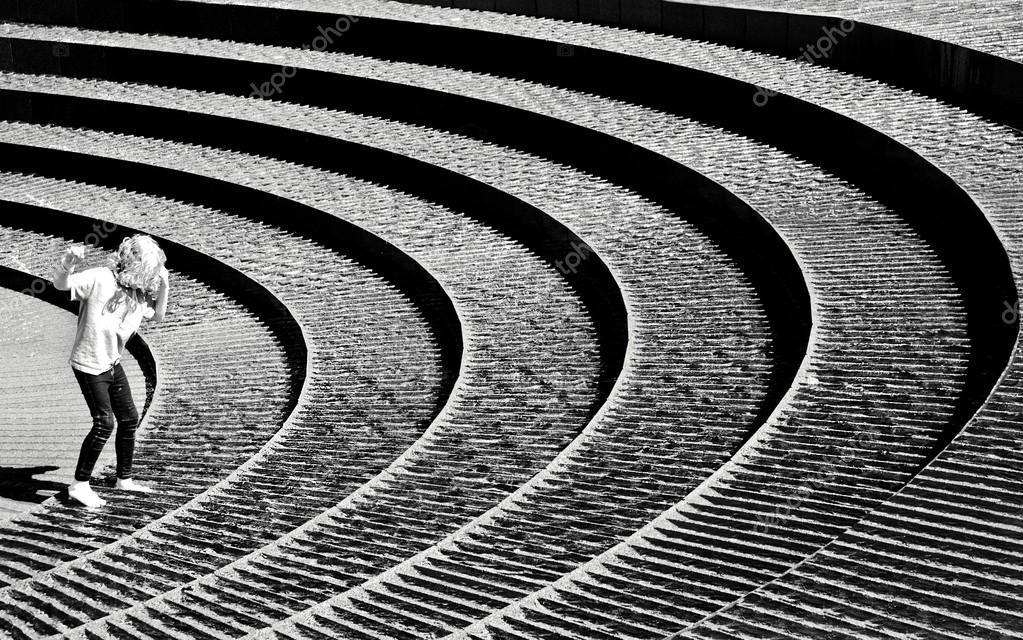 scale astratte in bianco e nero, passaggi astratti e frammento di