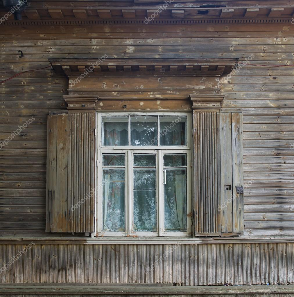 Fenster außenansicht haus  Ein Fenster im Vintage-Stil im Hintergrund grüne Wand, Architektur ...