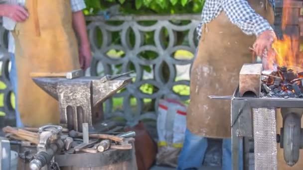 Heizung Eisen bis zu dem Brand am rustikalen fair