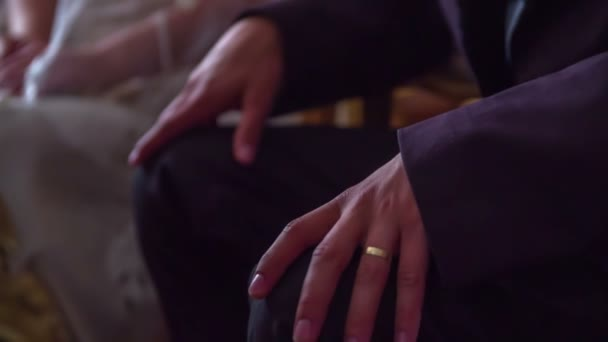 grooms hand with the wedding ring on a ring finger