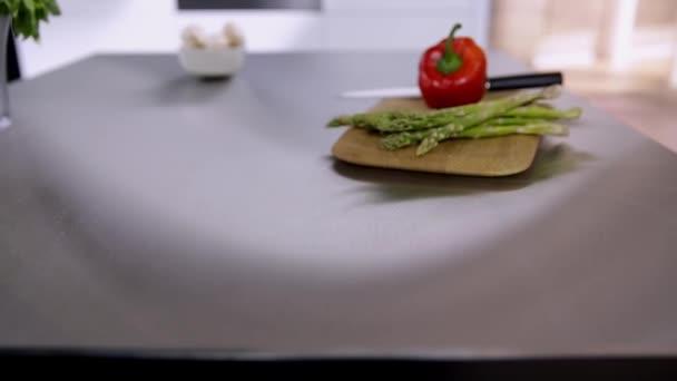 Konyha pult, zöldségek
