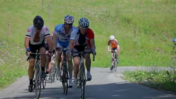 Cyklisté v soutěžích ve Slovinsku