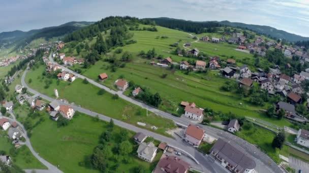 Luftaufnahme der Häuser und des Dorfes