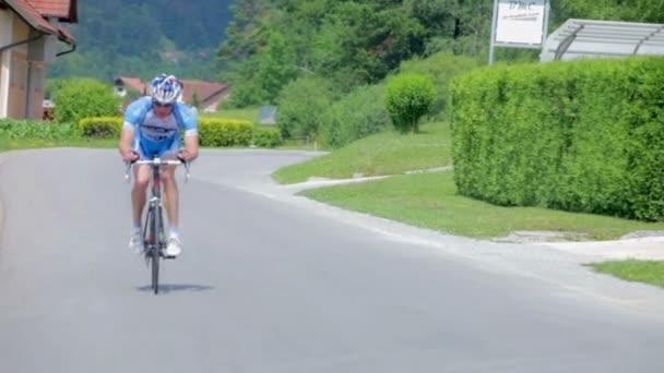 Ruční kopie cyklista na silnici