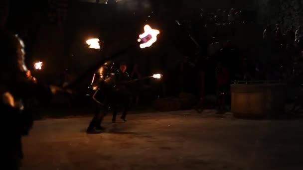 Festa medievale con spettacolo di fuoco
