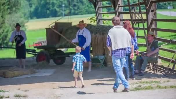 Rodina přichází na pomoc