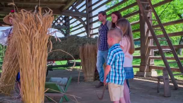 Rodina hledá práci v rámci sena