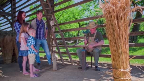 Rodina hledá starého mistra