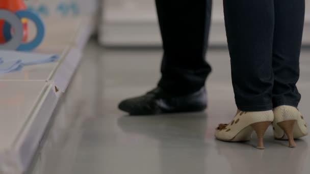 zwei paar Füße