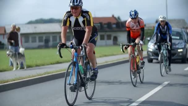 Cyklisty, jízdu na kole maraton ve Slovinsku