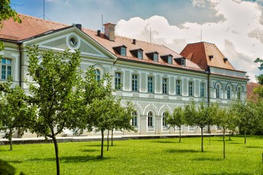 Nymphenburg castle (Schloss Nymphenburg) is the biggest Baroque palace in Munich. The palace, together with its park, is one of the most visited sights of Munich.