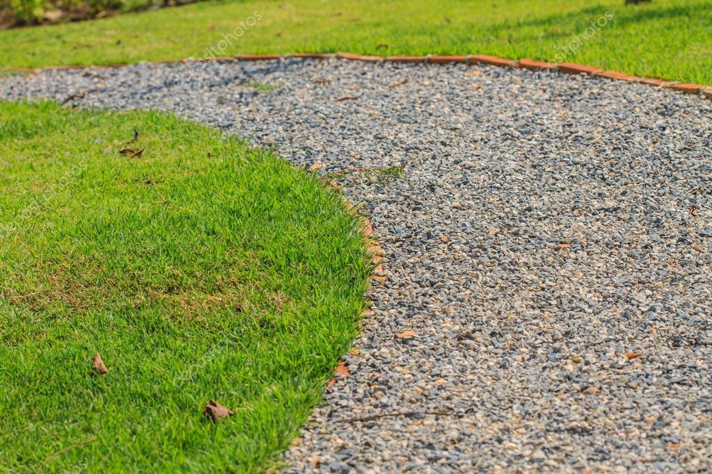 Niewiarygodnie Chodnik z kamienia w ogrodzie — Zdjęcie stockowe © sirichai2514 UE02