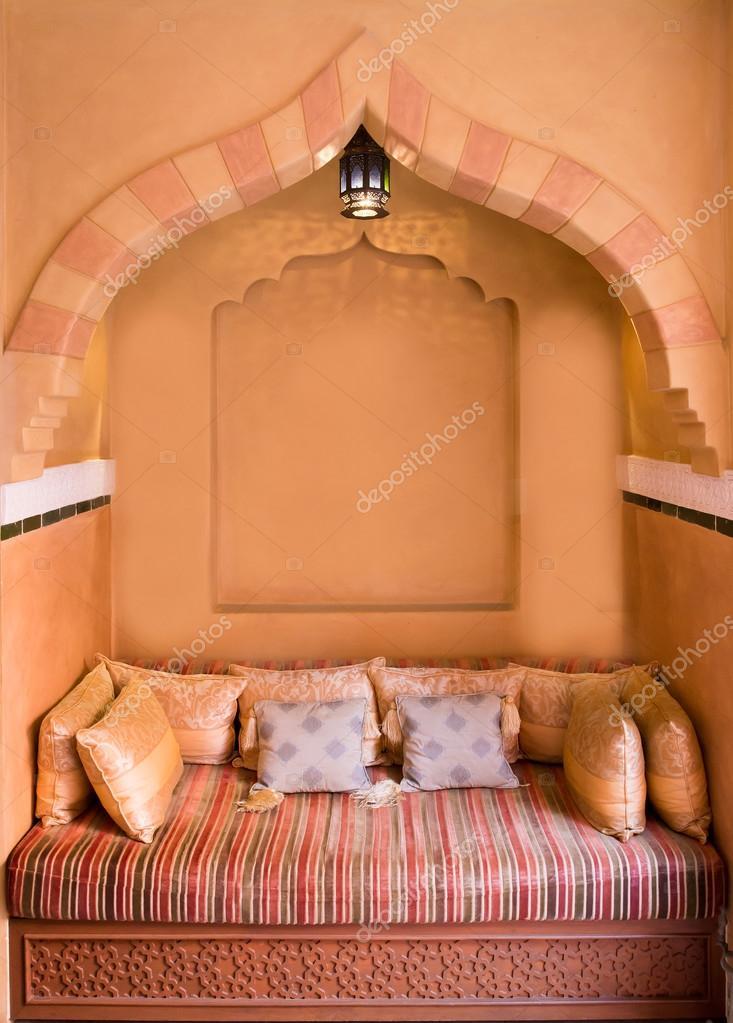 Marokkaanse woonkamer interieur — Stockfoto © tuthelens #72950945