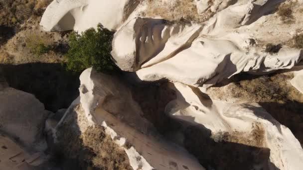 Légi felvétel a Cappadocia tájról. Törökország. Goreme Nemzeti Park. Lassú mozgás.