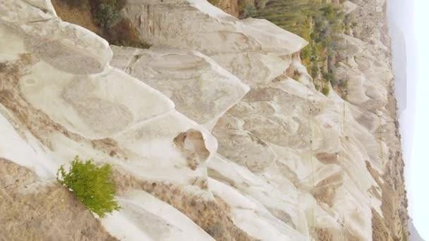 Vertikální video Cappadocia krajina letecké zobrazení. Krocan. Národní park Goreme