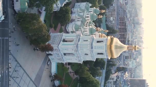 Vertikální video kapitálu Ukrajiny - Kyjev. Letecký pohled. Kyjev