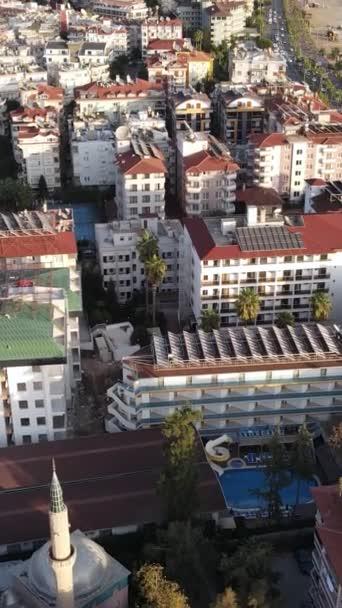 Vertikales Video Alanya, Türkei - ein Ferienort am Meer. Luftaufnahme