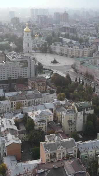 Függőleges videó fővárosa Ukrajna - Kijev. Légi felvétel. Kijev