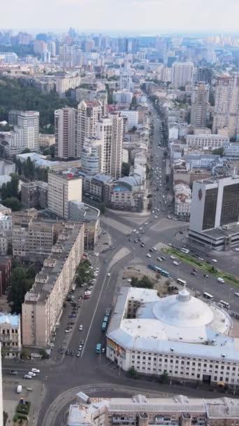 Kyjev, Ukrajina letecký pohled na město. Kyjev. Svislé video