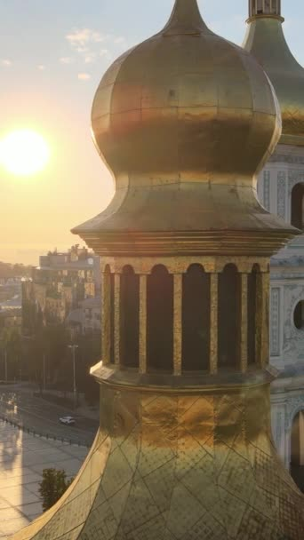 St. Sophia Kirche am Morgen in der Morgendämmerung. Kiew. Ukraine. Vertikales Video