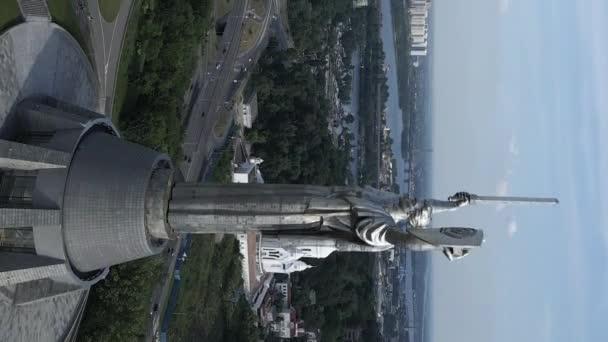 Mutterland-Denkmal in Kiew, Ukraine. Vertikales Video