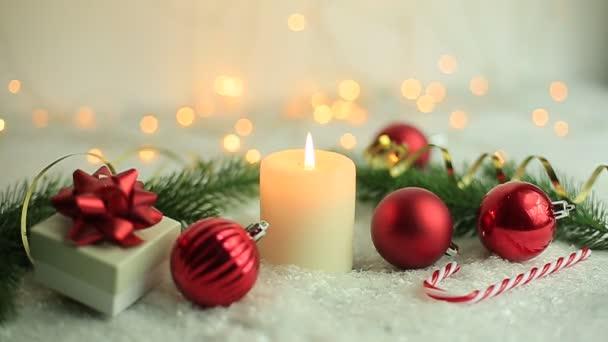 Vánoční pozadí, svíčka svíčky na pozadí věnce