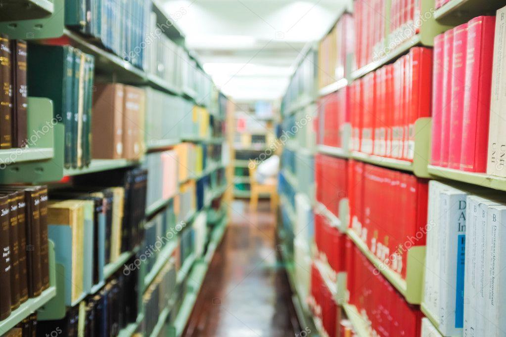 Boekenkast Bibliotheek Interieur Wazig — Stockfoto © benedixs #95894272